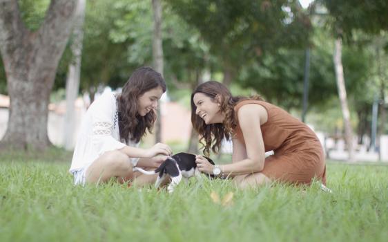 Nova campanha da Chroma Comunicação mostra como o olhar de mãe melhora o mundo